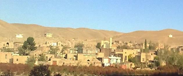 روستای خُنگ با مزارع رنگارنگ
