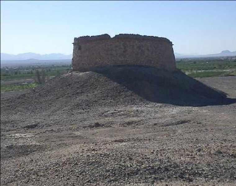 دخمه زرتشتیان شریف آباد