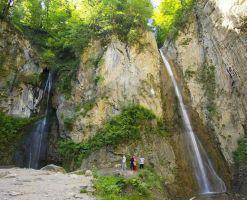 آبشار دوقلوی زیارت، یکی از آبشارهای خزه ای ایران