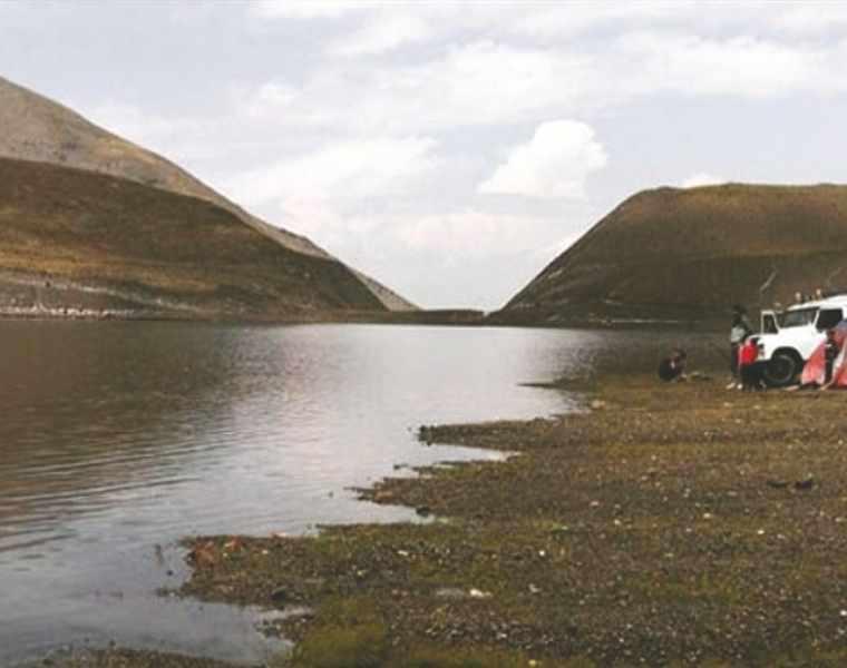 دریاچه چشمه سبز گلمکان