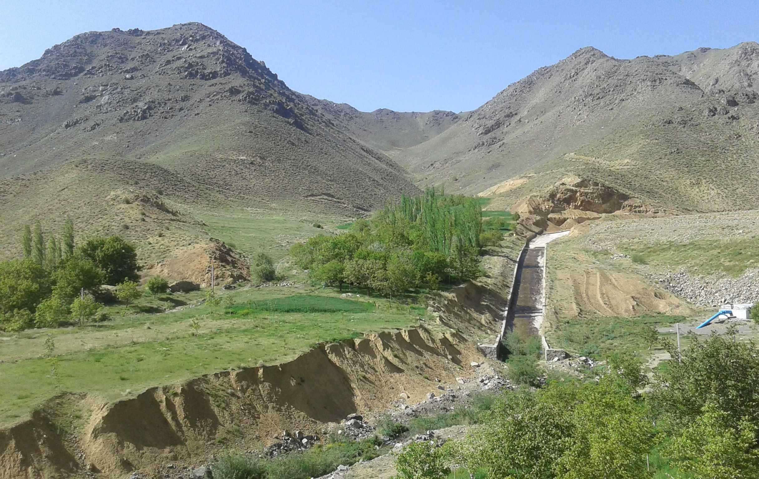 روستاي صخره ای کُرُم، تجربه حمام آب معدنی در دل کوه