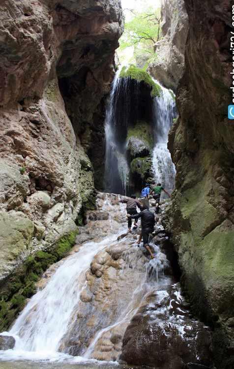 آبشار آق سو، آبشاری پله ای و خزه ای