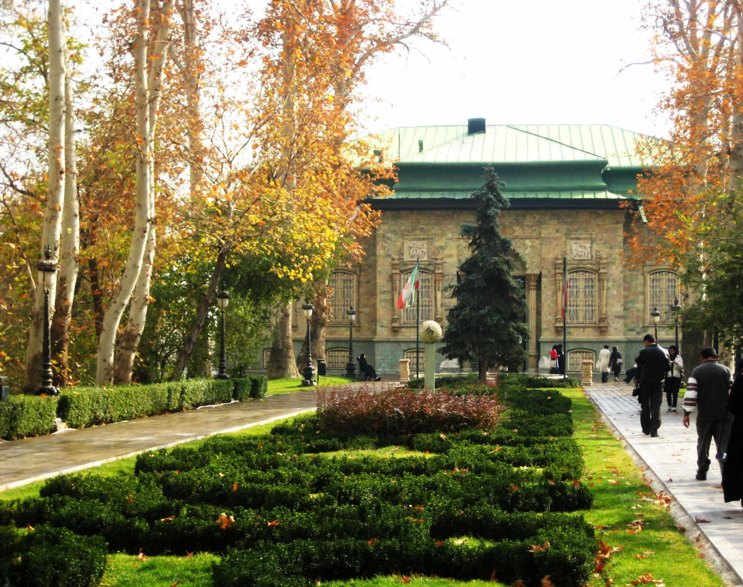 موزه رجعت و عبرت (کاخ مادر شاه)، گذری در تاریخ