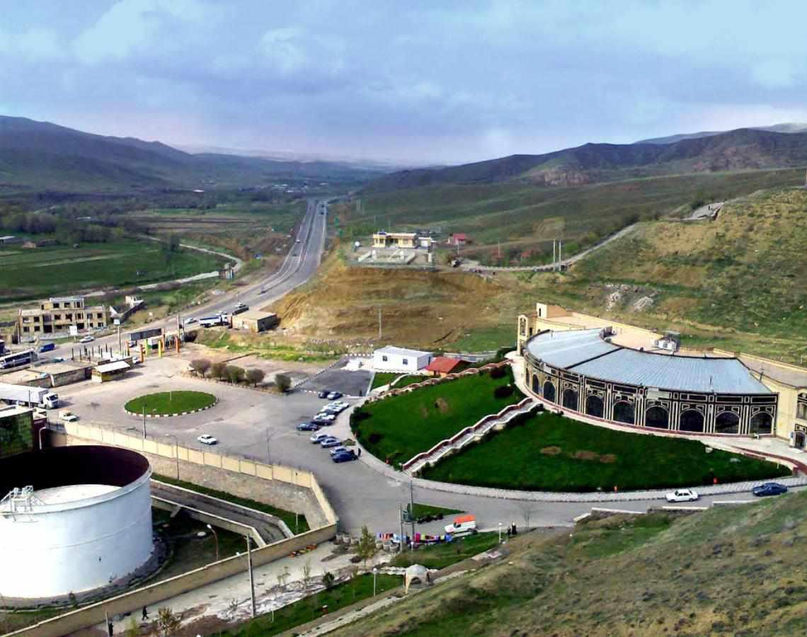 مجتمع آبگرم بستان آباد، چشمه ای در دل کوه سهند