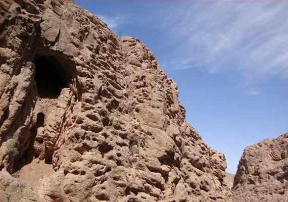 غار پهلوان و دره تنگه تیگاب