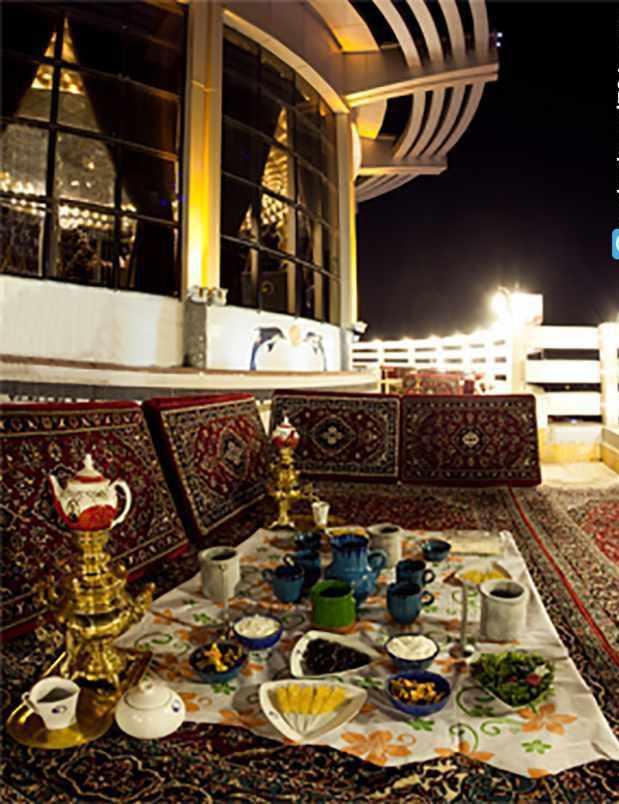 مجتمع تجاری تفریحی سیرنگ، تنها رستوران گردان استان قم